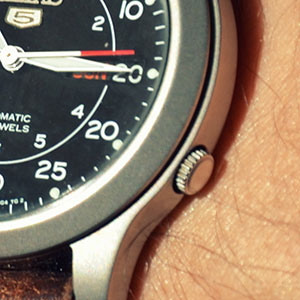 seiko-snk809-automatic-review-crown